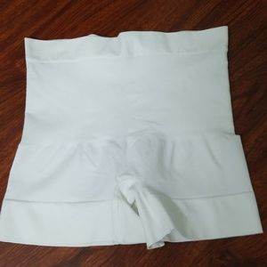 Spanx White Assets Large Shaping Shorts Boyshorts
